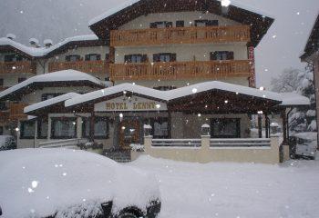 Denny esterna con neve
