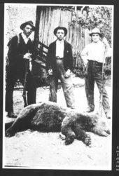 caccia all'orso nei secoli scorsi (Archivio Pranzelores)