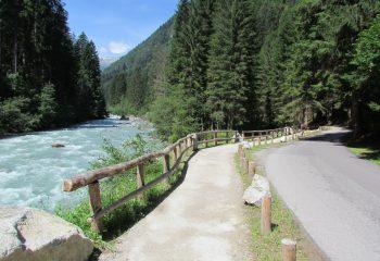 Sentiero delle Cascate Val Genova foto Enrico Povinelli