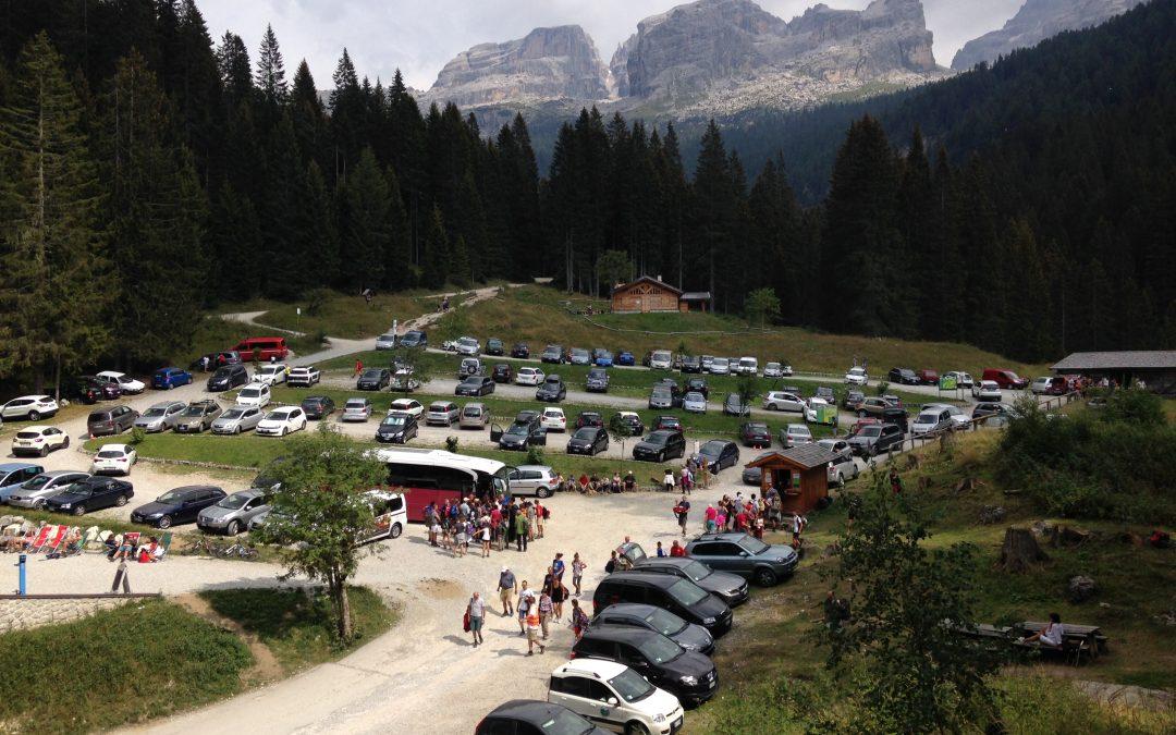 Il parcheggio di Vallesinella tornerà area pascolo