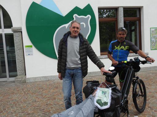 """""""Soul bears"""", parte dal MUSE con tappa al PNAB il viaggio a pedali di Borella e Meneghello sulle tracce degli orsi"""
