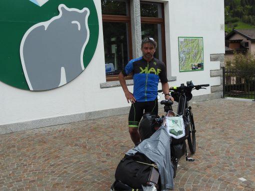 Dalle Alpi ai Picos de Europa, in bici alla ricerca dell'orso con Yanez Borella e Giacomo Meneghello